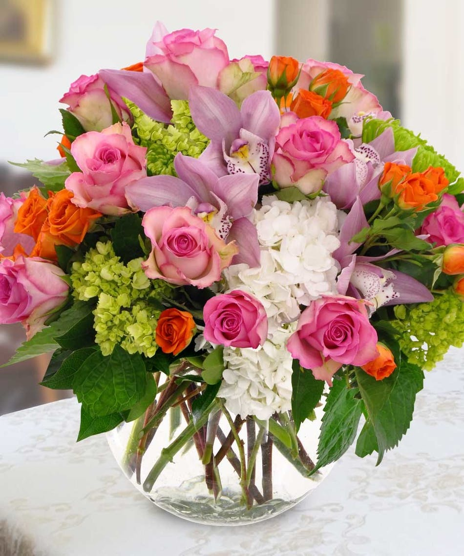 Set your summertime table with these flowers beneva flowers the height and shape of this darling bouquet makes it ideal to grace the center of round dining tables especially izmirmasajfo