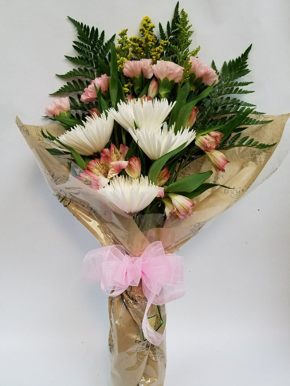 A Lush Bouquet For Your Favorite Graduate Beneva Flowers Gifts