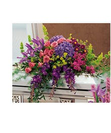 A magnificent design featuring premium flowers